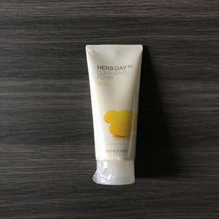 The Face Shop HERB DAY 365 Cleansing Foam (Lemon)