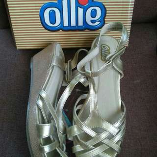 Ollie gold wedge size: 13,5,6