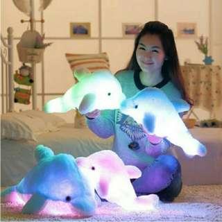 boneka berbulu lembut model lumba-lumba bercahaya led free baterai