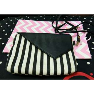 Stripe sling bag by mayoutfit