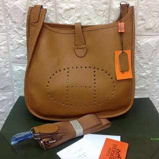 HERMES MEDIUM HIGH END QUALITY