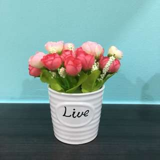 Artificial flowers pot for display