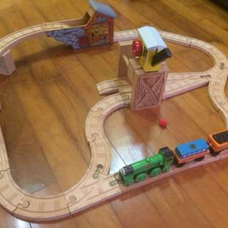 Complete track Thomas train
