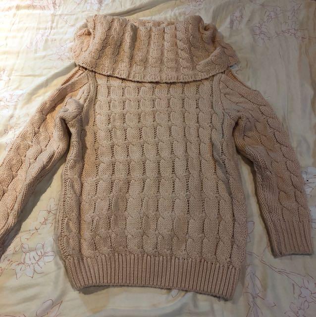 粉色垂領露肩毛衣