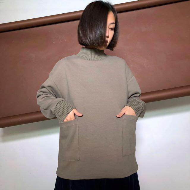 神經病訓練班 高檔棉拼接針織螺紋的微高領大口袋上衣