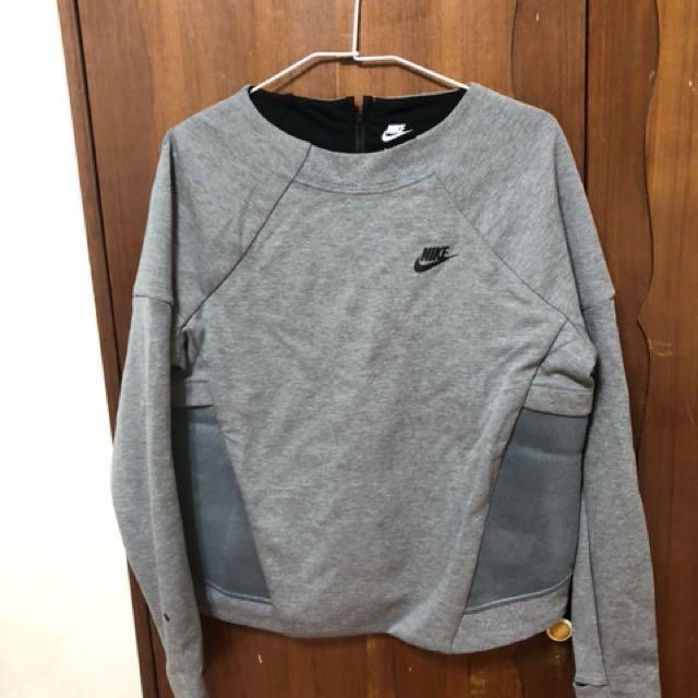 全新 Nike女生運動長袖短版衣L號(版偏小平時M號可穿)