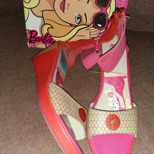 Barbie wedge size:37