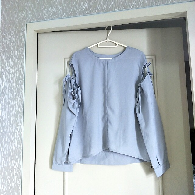 BNEW detachable sleeves blouse