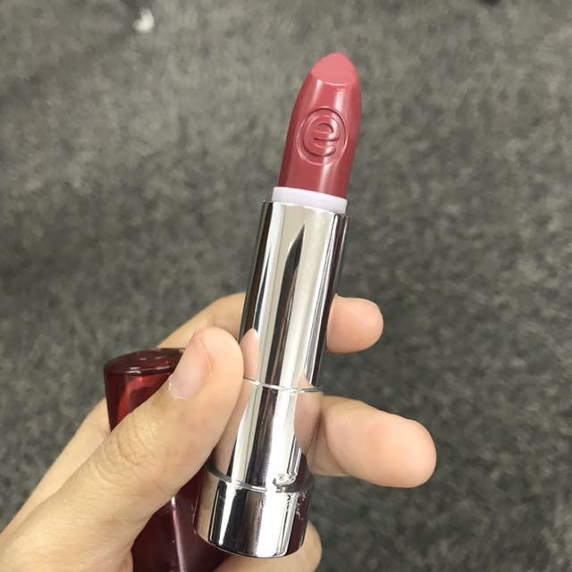 Essence Satin Lipstick in 09 (I Feel Pretty)