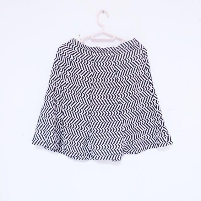 Flare Skirt Black and White