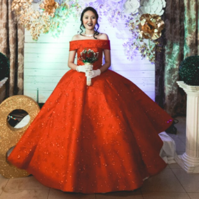 FOR RENT: Off Shoulder Red Elegant Ball Gown, Preloved Women\'s ...