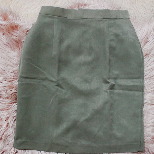 Green Highwaisted Knee-length Skirt