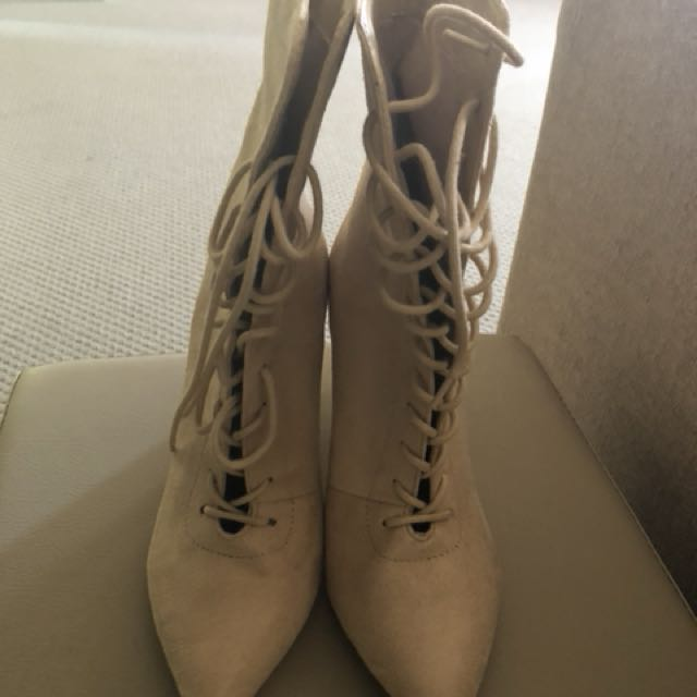 MISSGUIDED BOOT HEELS SIZE 9