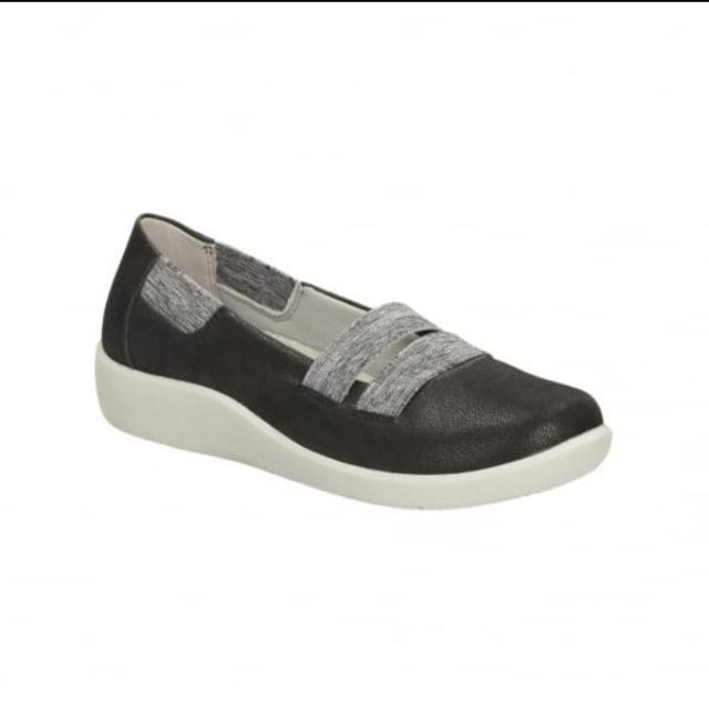 (NEW) Clarks Cloud Steppers Women's Casual Shoe