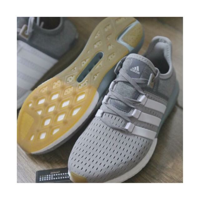 Lágrimas Ups retrasar  Original ADIDAS Gazelle Boost, Women's Fashion, Shoes on Carousell