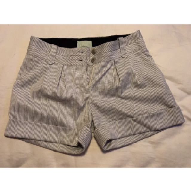 Review 8 Grey and White Strip Shorts