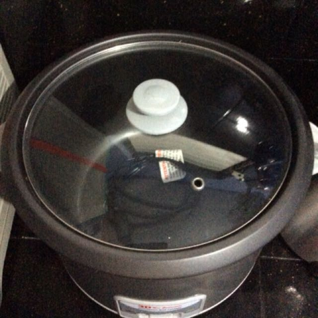 Rice Cooker Used Once in 99% very good condition. Reason for sale we prefered using stove