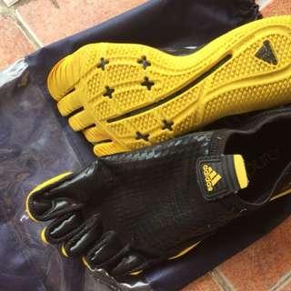 adidas 水上運動鞋