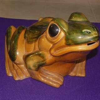 Vintage Porcelain Frog 11 cm long