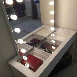 vanity mirrof