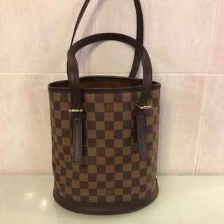 Louis Vuitton bucket bag damier