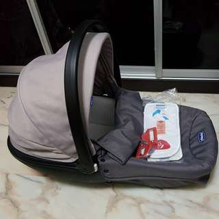 Chicco Carrycot Grey