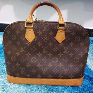 Authentic LV Alma