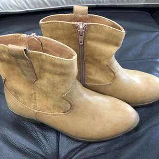 Girl's Brown Boots size 1
