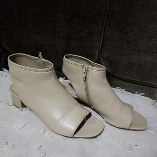 Charles & Keith shoes size 38 Creme