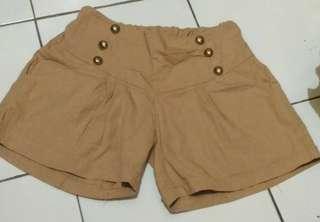 Celana pendek santai