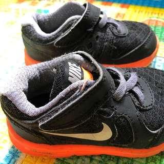 7 shoes for $15 Branded Nike Attipas Pebbles OshKosh RisingStar Shoes