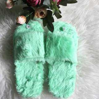 Sandal bulu bulu lembut
