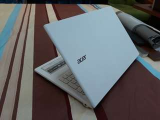 Acer E15 / E5-573-31VC / Core i3 5005U / 4GB RAM / 500GB HDD / 15 inches / Windows 10