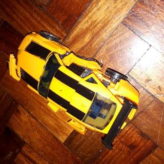 Transformable robot bumble bee bigger than the green .like new