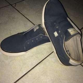 Sepatu wanita, masih bagus,,, djual karna sudah punya yg baru , waktu beli hrganya Rp. 800.000