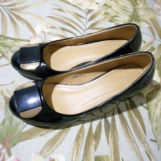 Black patent shoes (parisian) size 5