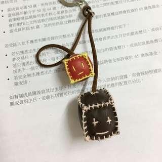 購自韓國梨大。皮制手作鎖鑰扣。微微一笑很傾城