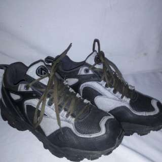 Sepatu eiger original