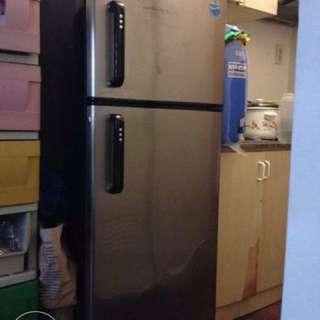 Rush Whirlpool Refrigerator no frost 4.8ft