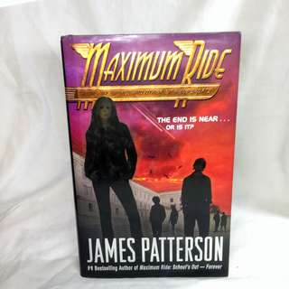 Maximum Ride: Saving the World and Other Extreme Sports - James Patterson