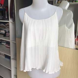 White prisket pleated top
