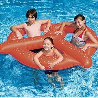 🚚 Pretzel inflatable float - Private pool party