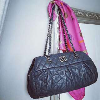 💕Chanel Chic Quilt Bowling Bag💕