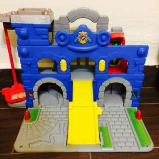 Toy play set - include one Free car