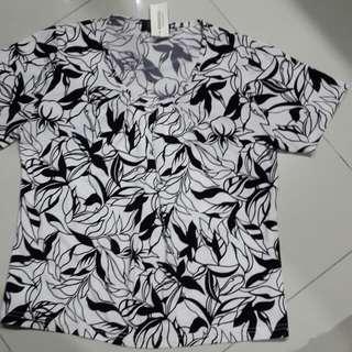 X-more tshirt