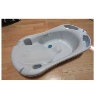 Branded bathtub for babies and toddlers