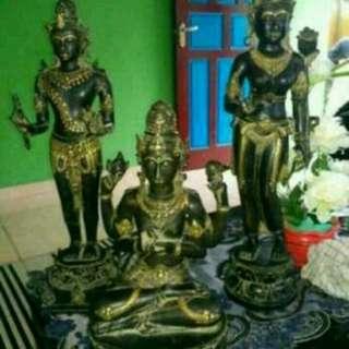3 Patung dewa ( hindu) dan Guci