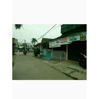 Rumah plus kios Dijual murah tambun Selatan.lokasi di pinggir jalan utama perumahan