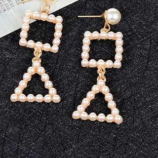 Anting Tusuk minimalist pearls geometric shape earrings
