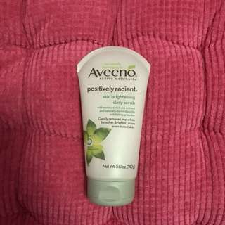 Aveeno Positively Radiant Daily Scrub